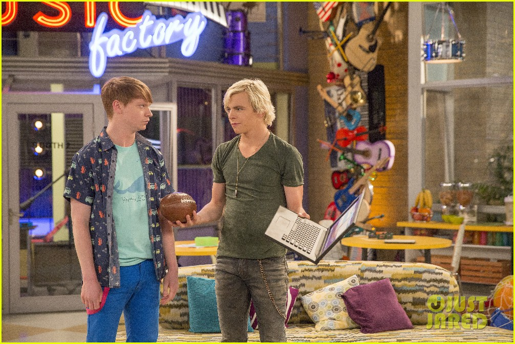 austin ally cap gowns episode stills 10