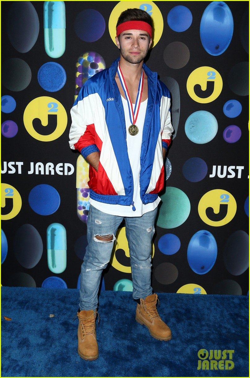 joe jonas emulates will ferrell at just jareds halloween party photo 887656 photo gallery just jared jr - Joe Jonas Halloween
