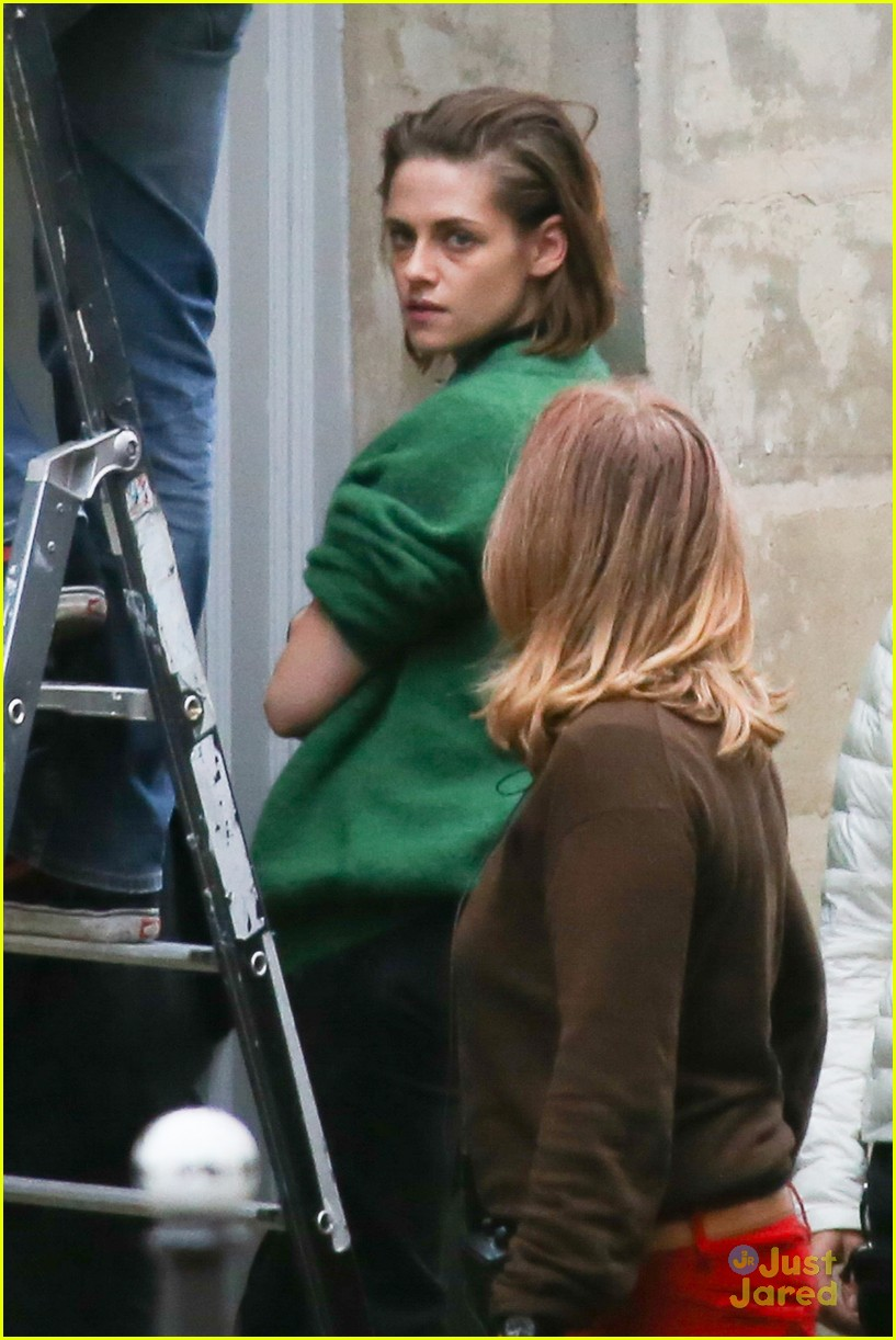 kristen stewart shoots 39 personal shopper 39 late into the night in paris photo 890329 photo. Black Bedroom Furniture Sets. Home Design Ideas