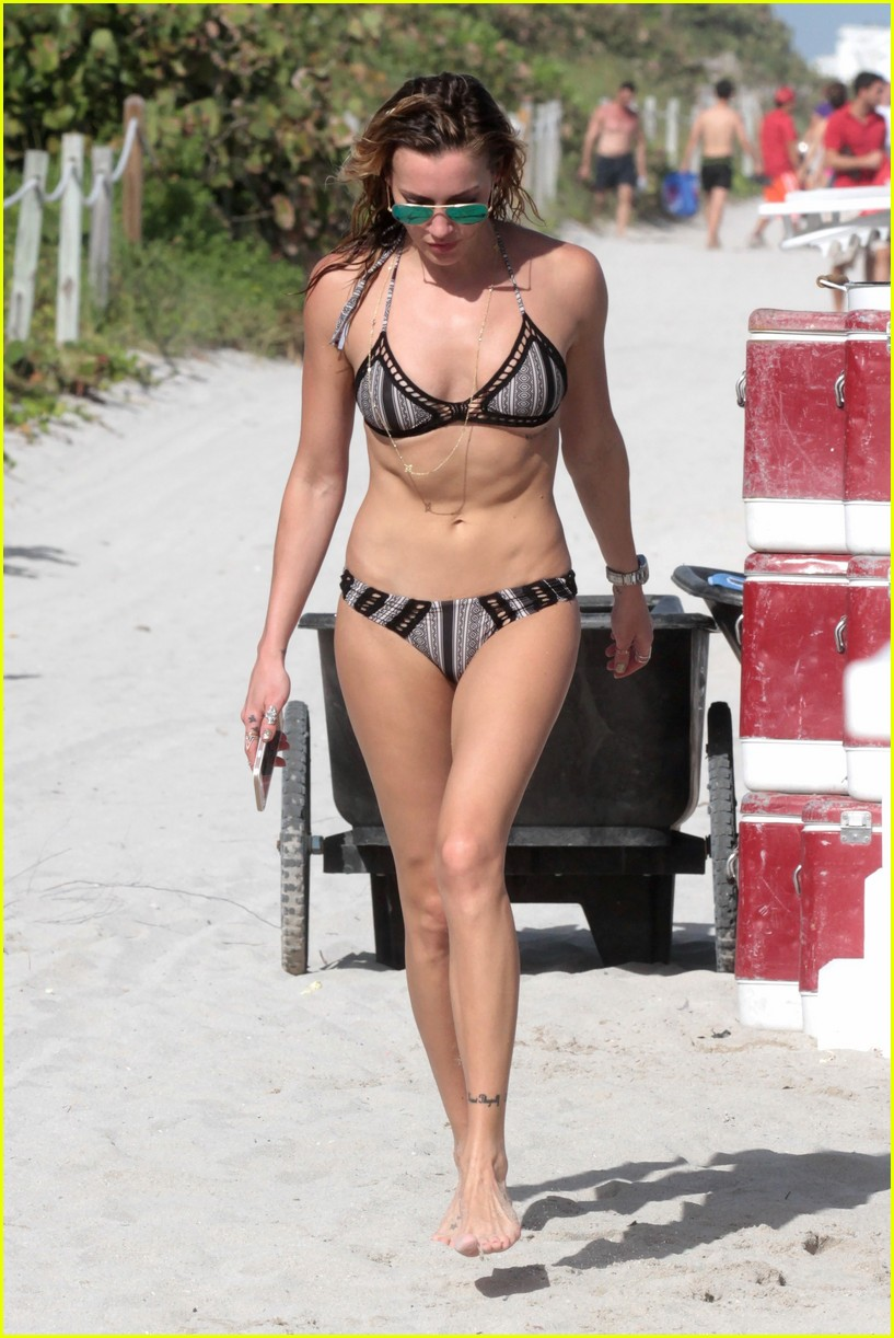 Arrow's Katie Cassidy Enjoys Another Sunny Day in Miami ...