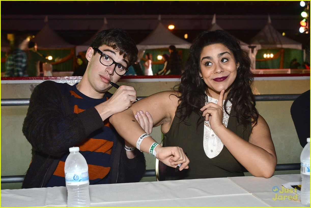 The 'Liv and Maddie' Returns To The Queen Mary's CHILL Event For 2nd Year In A Row   Photo 903524 - Photo Gallery   Just Jared Jr.