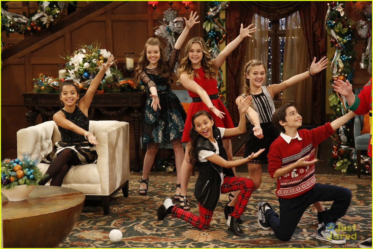 Kira Kosarin, Sydney Park & Brec Bassinger Celebrate The Holidays ...