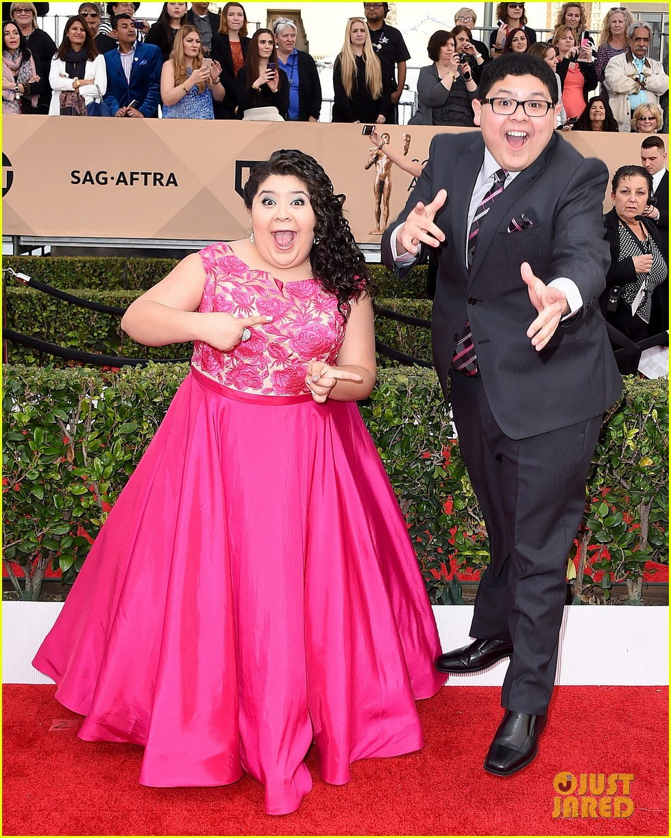 rico rodriguez raini ariel winter nolan gould joey king sag awards 15