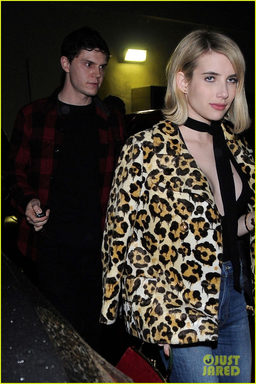 emma roberts evan peters date palm restaurant 03