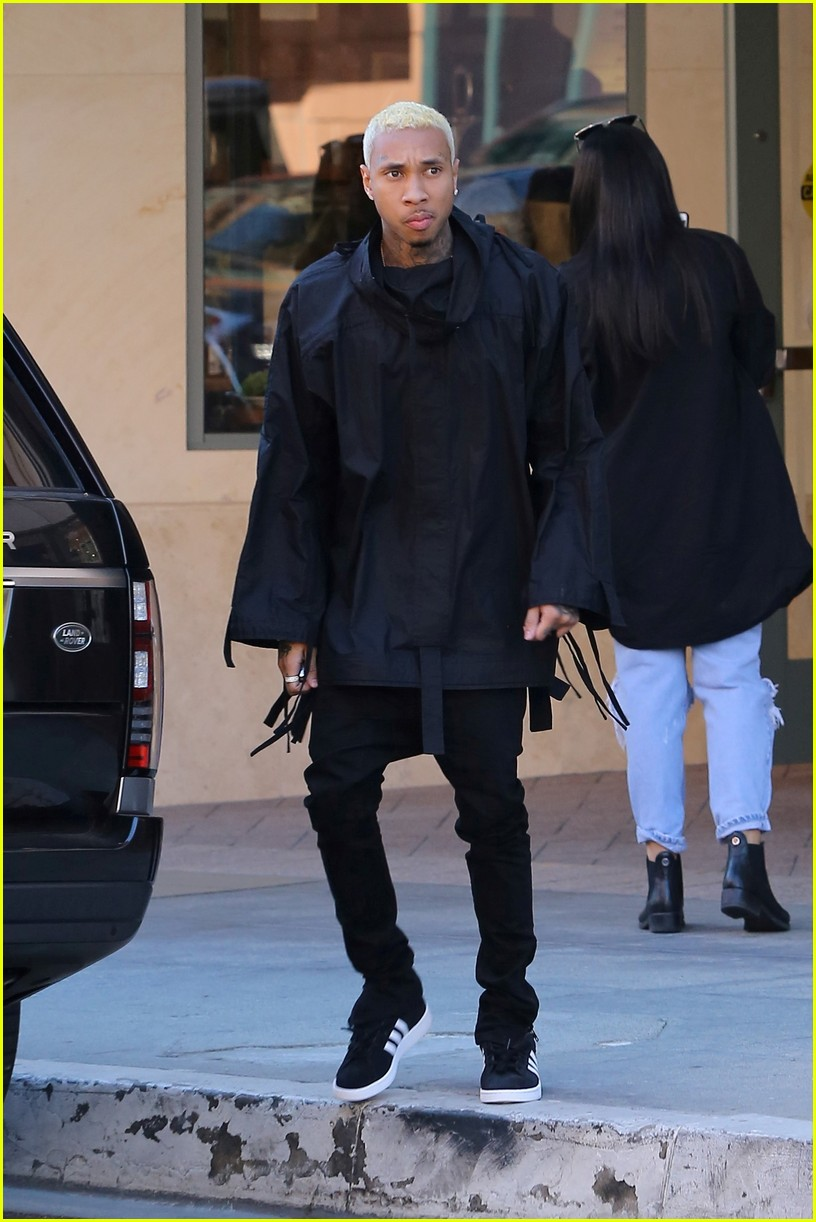 Tyga Cheating On Kylie Jenner With 35 Year Old Video Vixen: Kylie Jenner & Tyga Seen On Date Amid Cheating Accusations