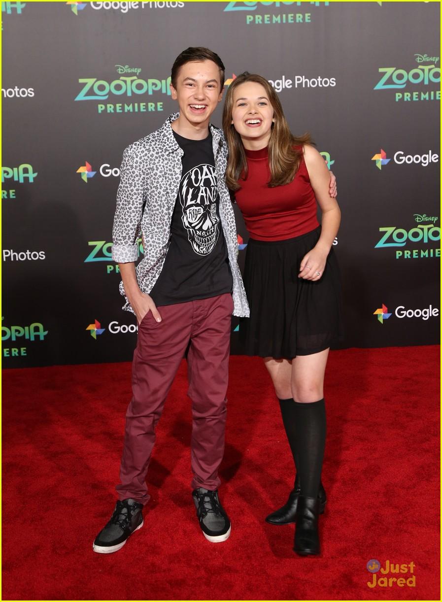 Hayden Byerly Brings Girlfriend Alyssa Jirrels To ... Zac Efron Dating