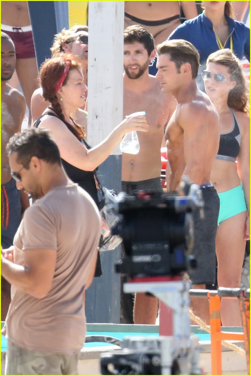 zac efron pull up contest baywatch 20