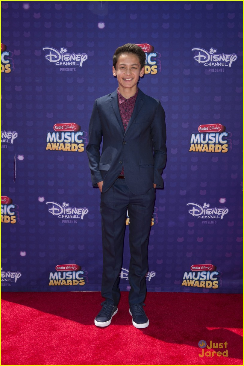 Disney Channel Tapete Vermelho : Ryan McCartan Dove Cameron and Maddie