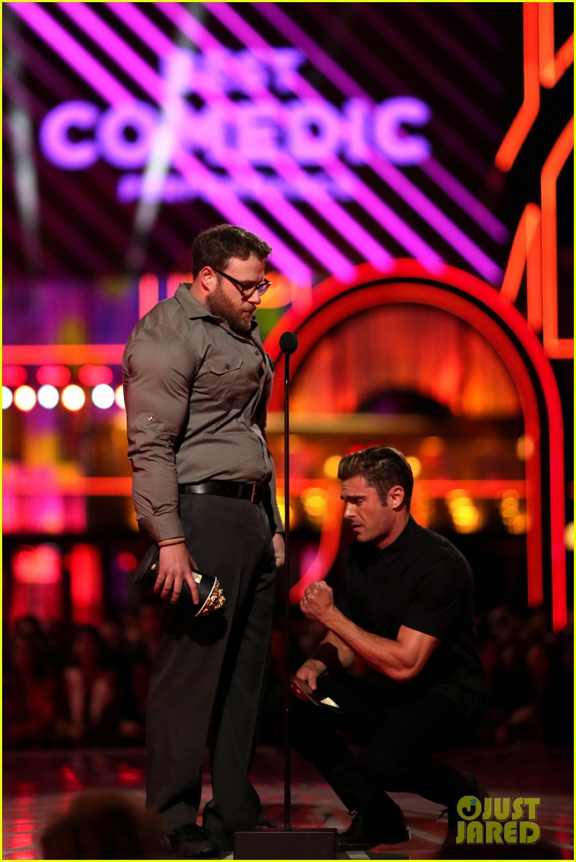 zac efron apologizes seth rogen mtv movie awards 2016 03