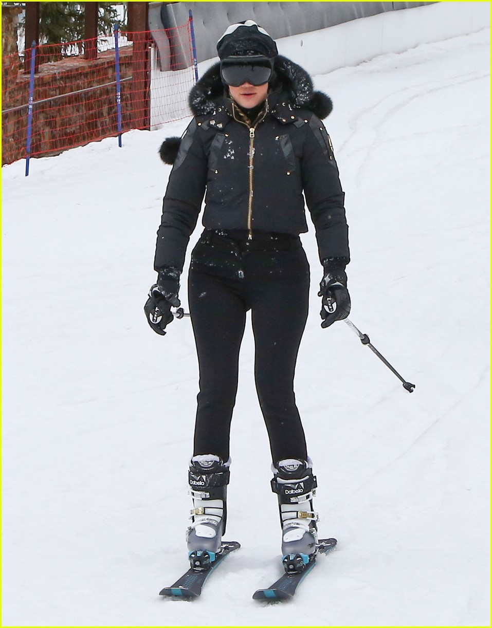 Kendall U0026 Kylie Jenner Snapchat From Snowboards On Family Trip | Photo 952059 - Photo Gallery ...