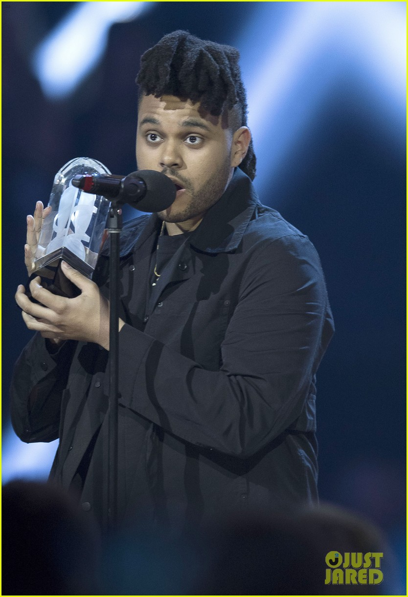 the weeknd wins artist of the year at juno awards 2016 performs medley watch here 03