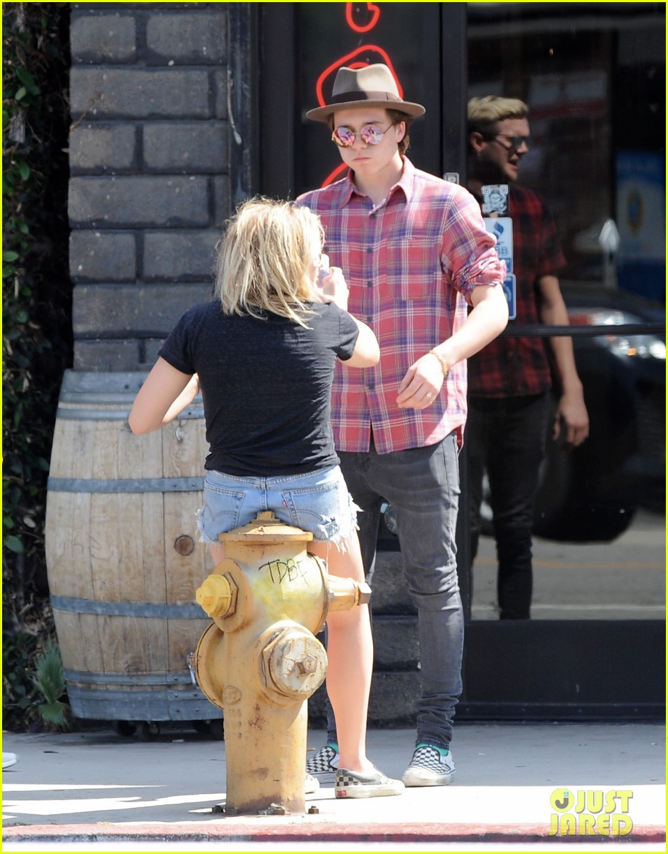 chloe moretz brooklyn beckham spend the day together in LA 37