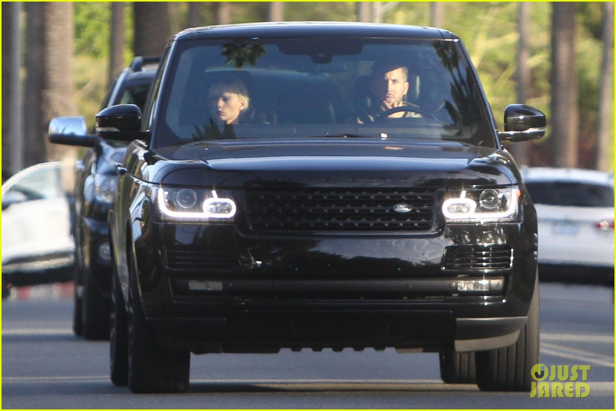 Taylor Swift Takes Car for Spin With Calvin Harris | Photo ... Zac Efron Nyc