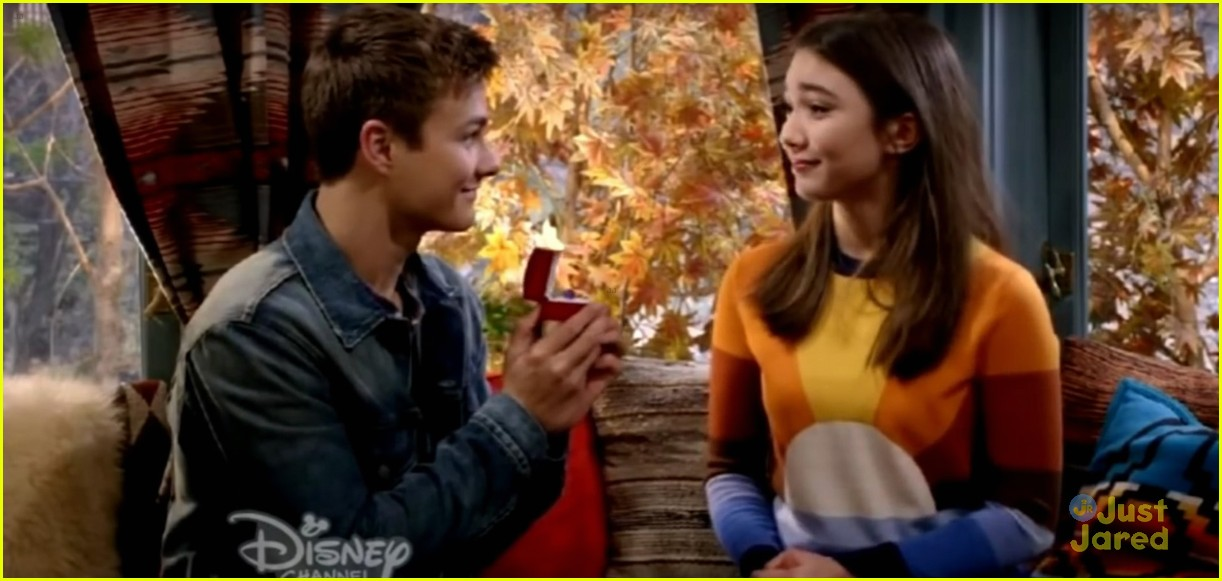 "in girl meets world who does lucas like ""girl meets triangle"" was fittingly the title for friday night's episode of ""girl meets world,"" about fifteen minutes into it, it was pretty clear what the majority of the story was going to revolve around: whether or not lucas would choose between riley and maya."
