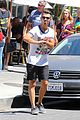 Joe-juliana joe jonas grabs lunch with model pal juliana herz 20
