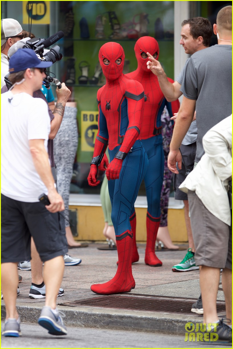 spider man swings into action on set 13