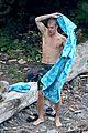 Bieber-towel justin bieber shirtless in hawaii 01