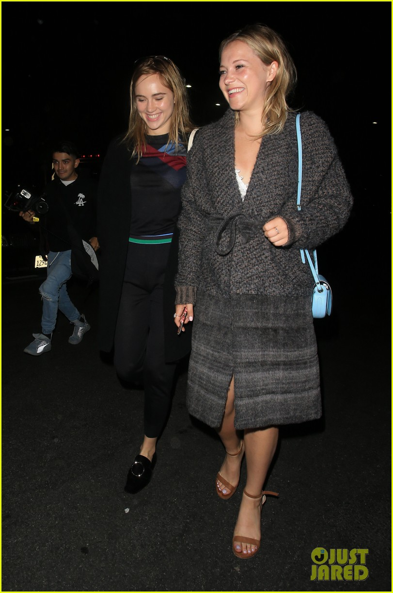 chloe moretz suki waterhouse coldplay concert 18