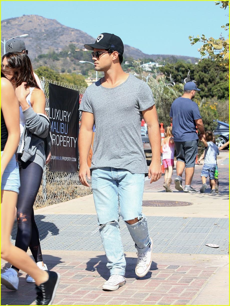 Full Sized Photo of ta... Taylor Lautner Girlfriend