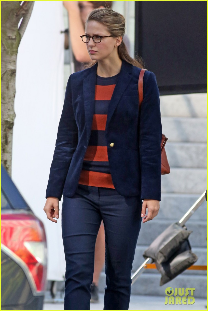 melissa benoist is all smiles while filming supergirl00505mytext