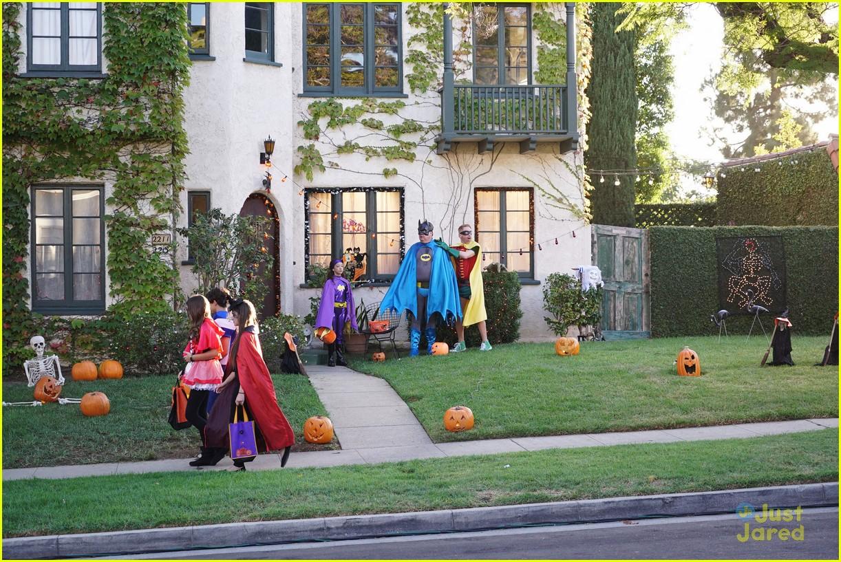 lily luke halloween costumes modern family tonight 30