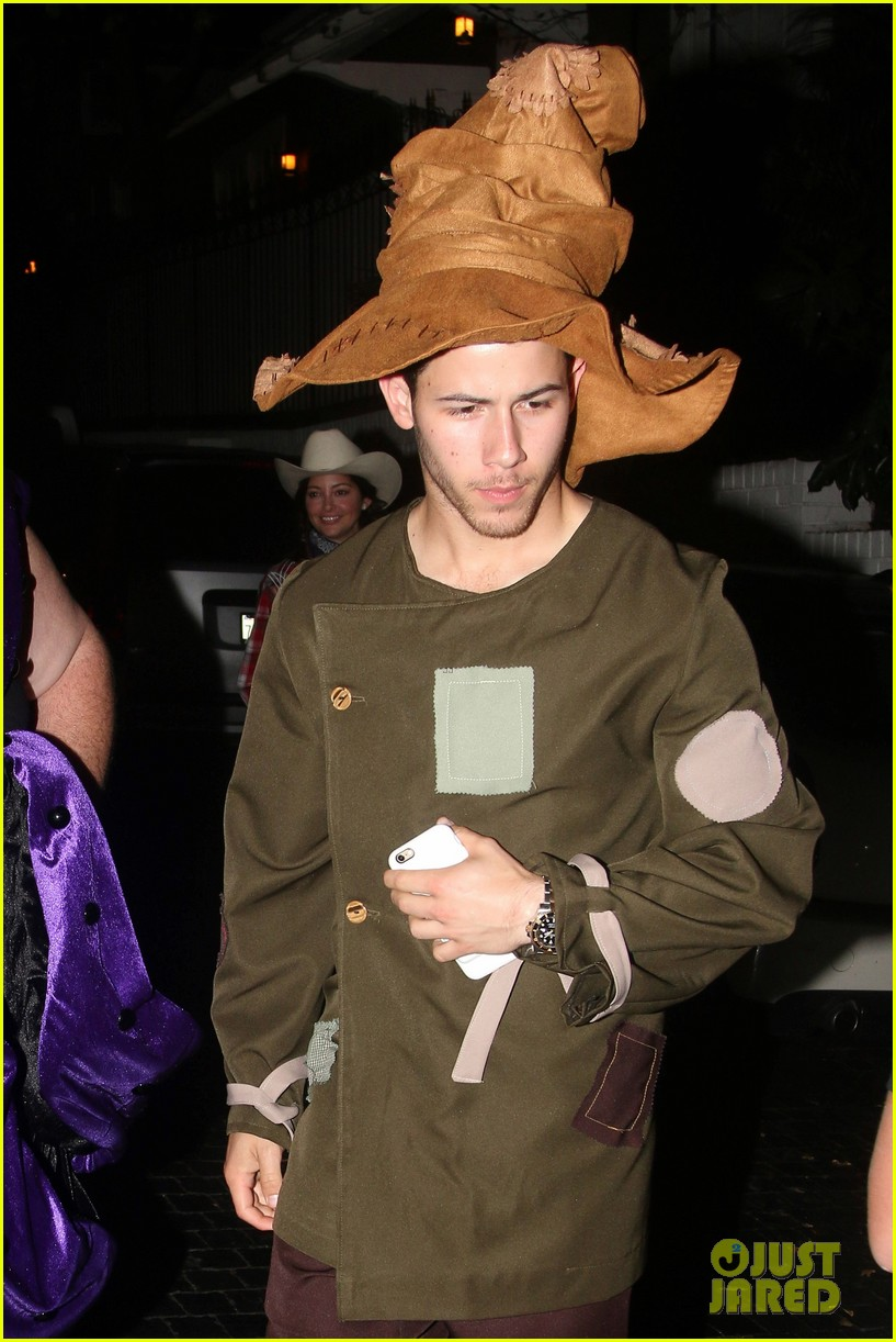 nick jonas scarecrow costume 2016 halloween 04