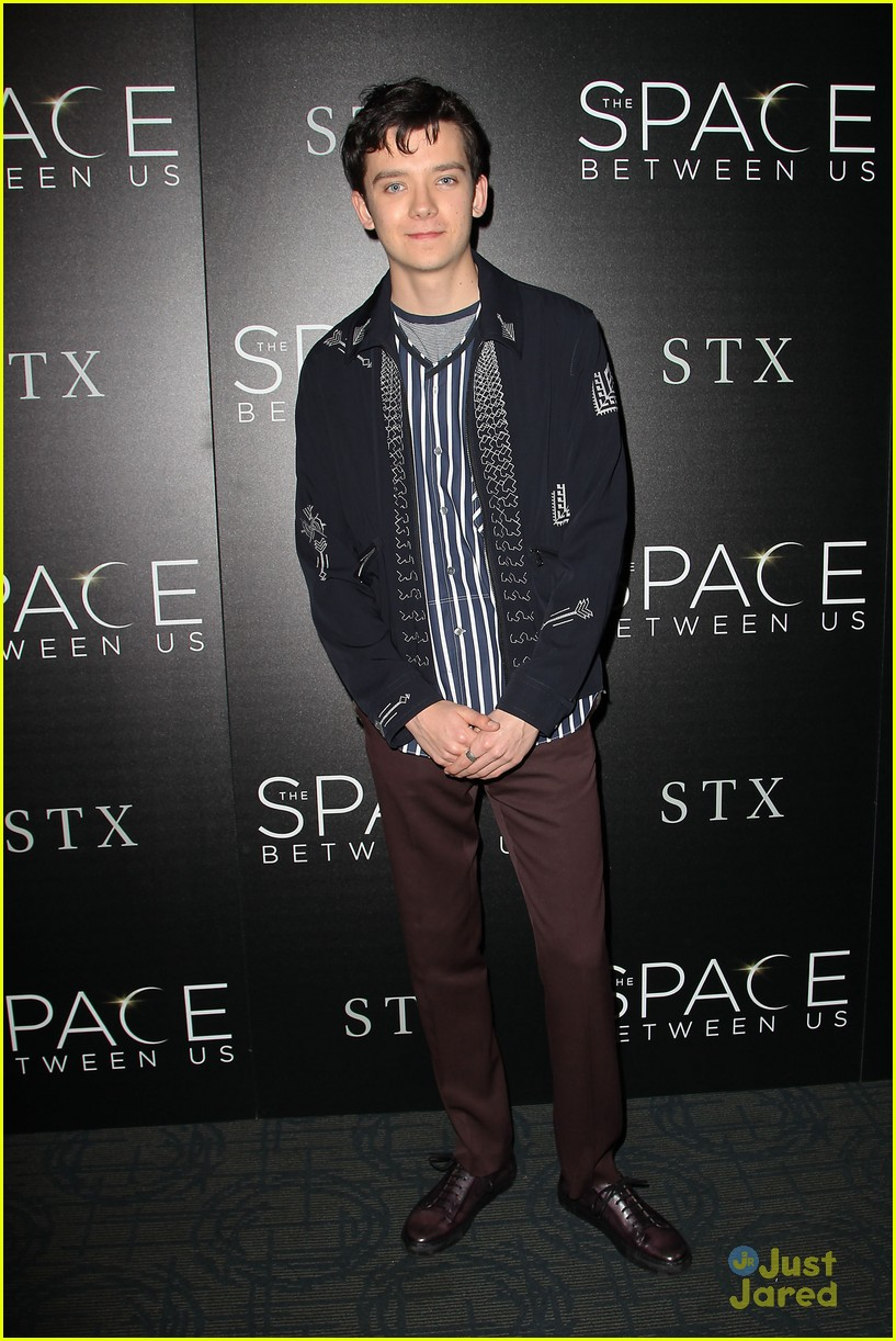 asa butterfield space between ankle weights nyc premiere 01