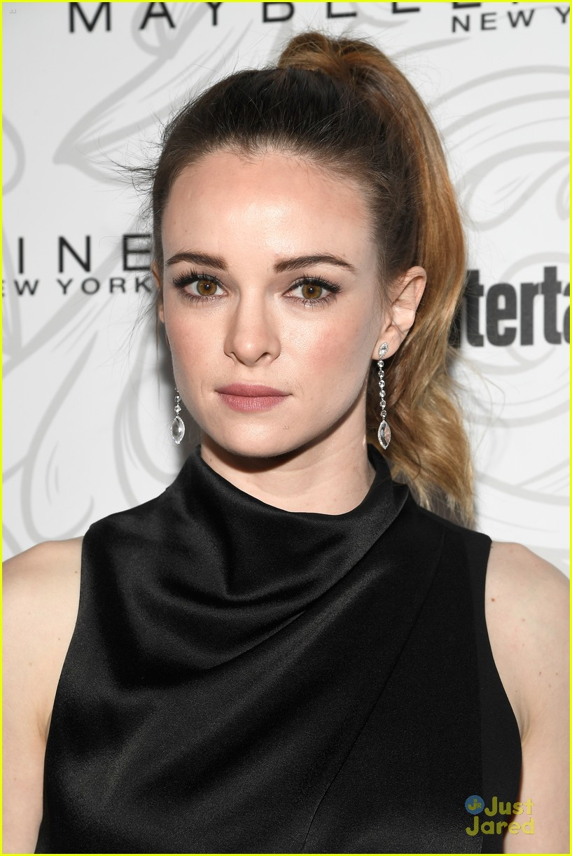 lucy hale troian bellisario ew sag party more pics 04