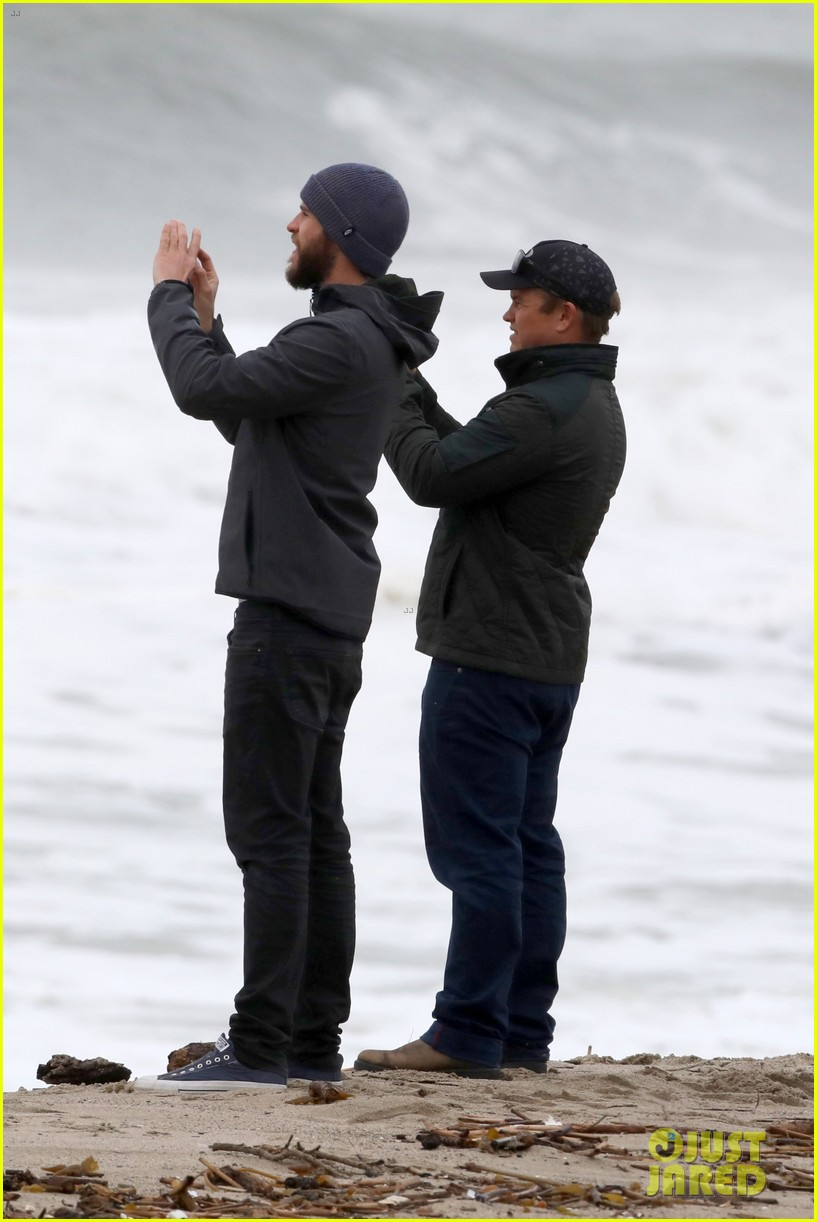 liam hemsworth and brother luke check out surf after socal storm 02