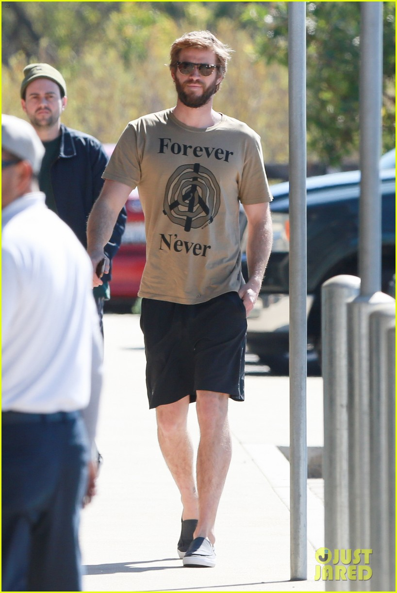 miley cyrus joins liam hemsworth for a surf sesh 01