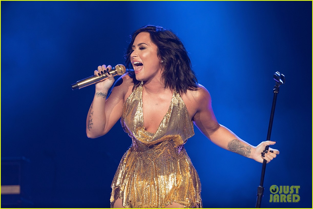 demi lovato performs at beautykind concert for causes in texas 03