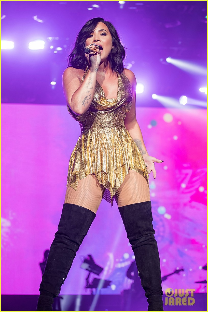 demi lovato performs at beautykind concert for causes in texas 07