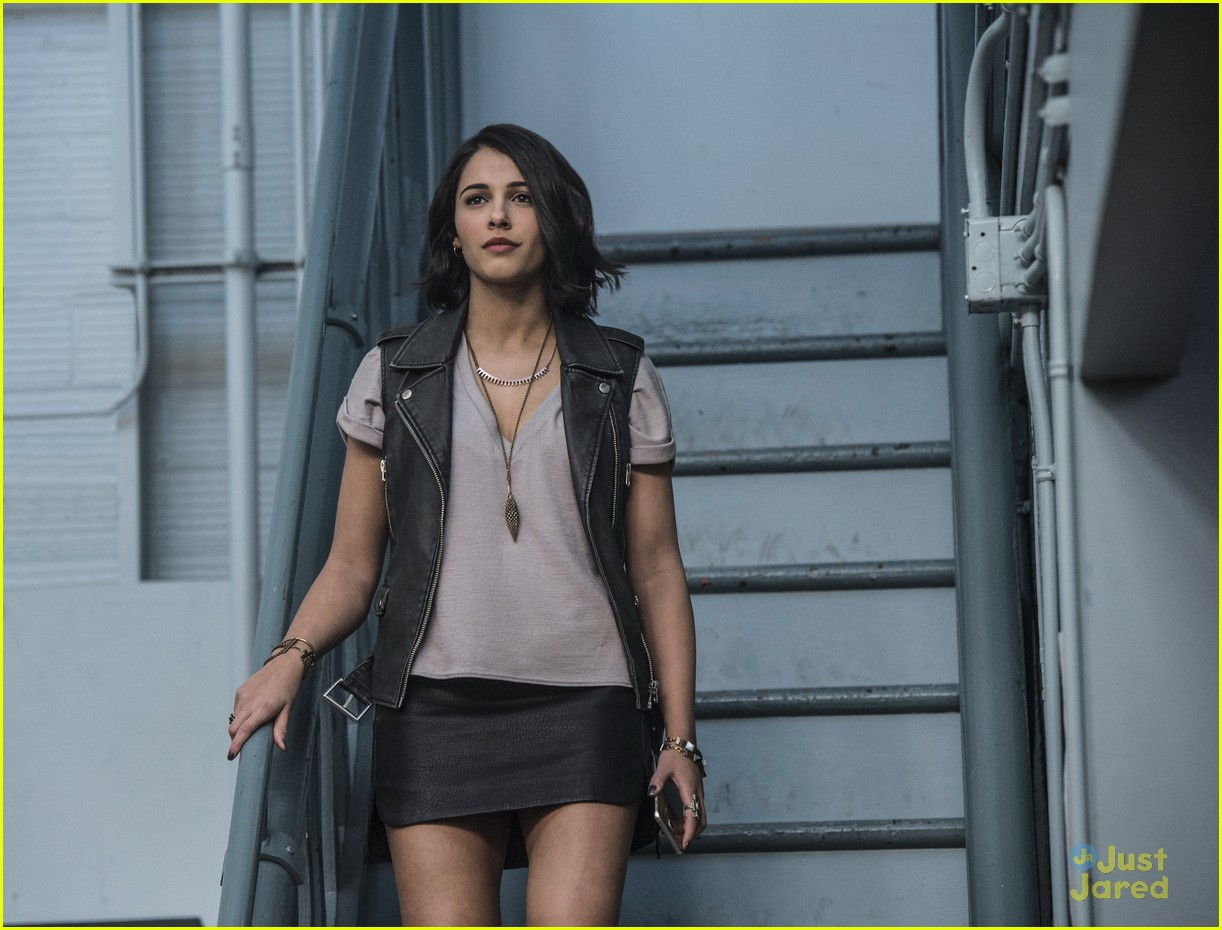 naomi scott dishes power rangers crash course 02