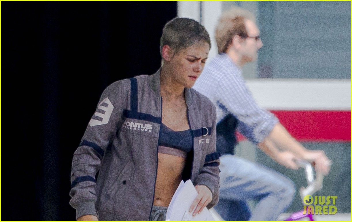 kristen stewart cut up bloody movie set 04