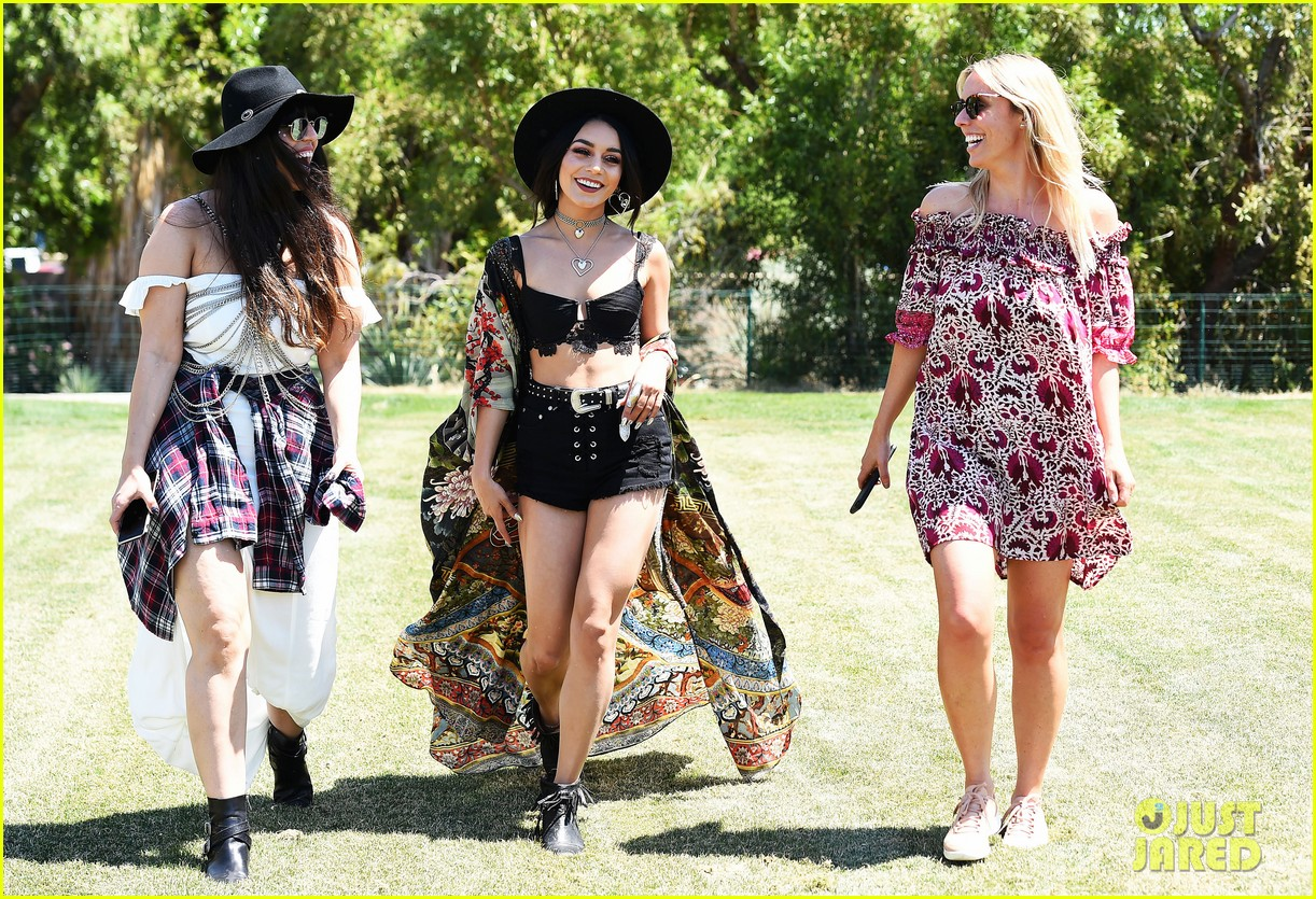 vanessa hudgens has arrived at coachella 2017 see pics of her outfit 04