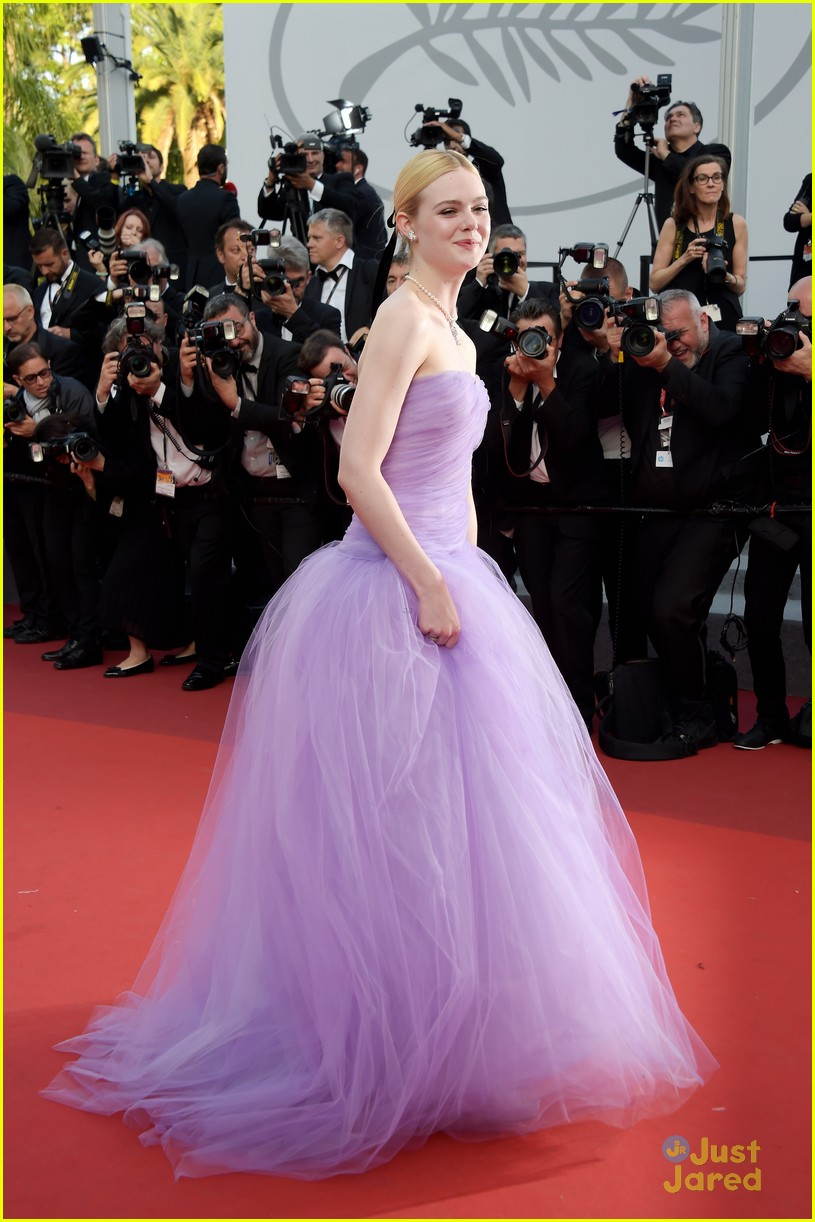 addison riecke anjourie rice elle fanning beguiled cannes premiere 04