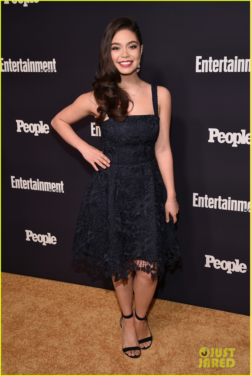 aulii cravalho elizabeth gillies mae whitman upfronts party 01