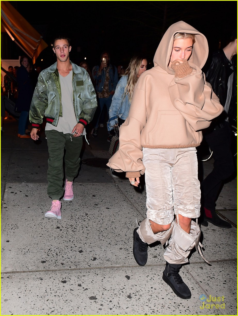 cameron dallas hailey baldwin nyc 02