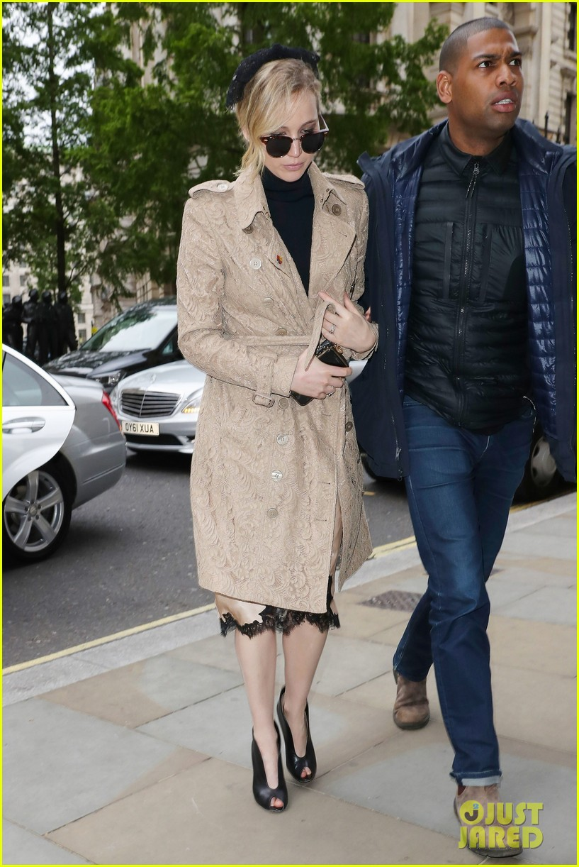 jennifer lawrence visits palace london 01