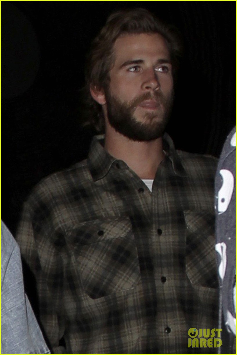 miley cyrus liam hemsworth flaming lips concert 03