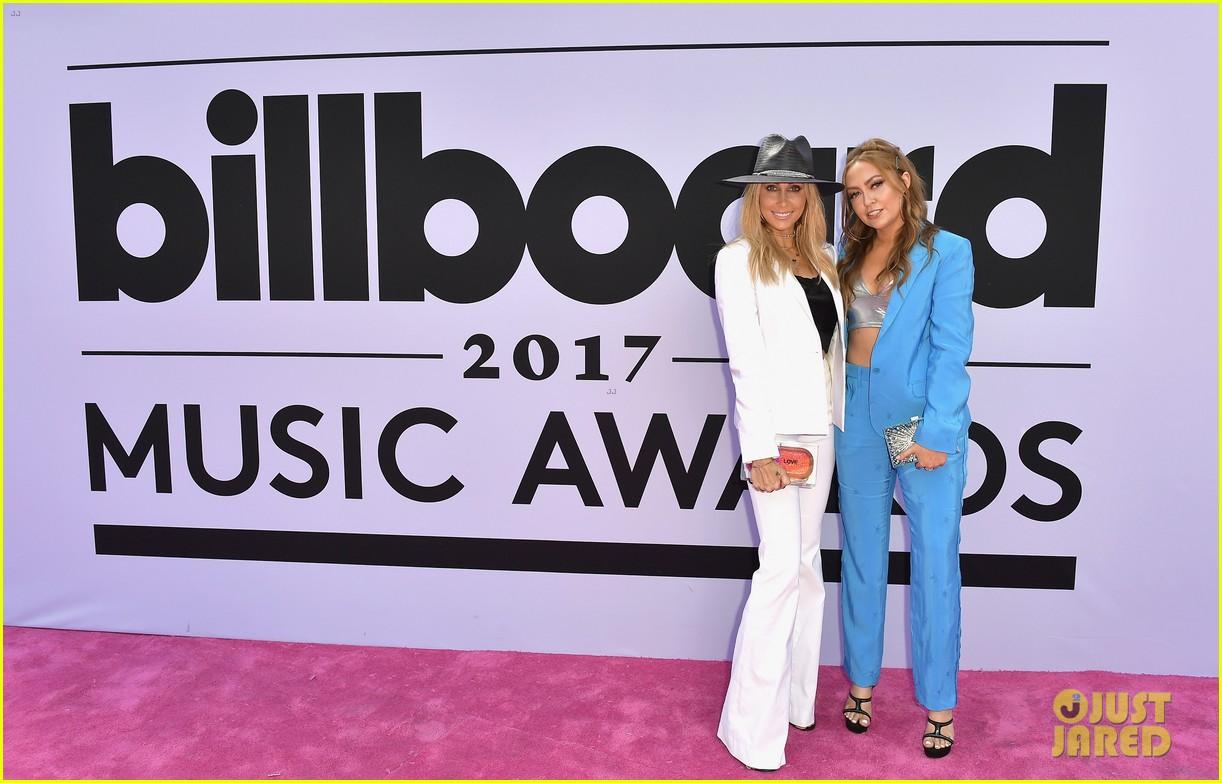 noah cyrus billboard music awards 2017 05