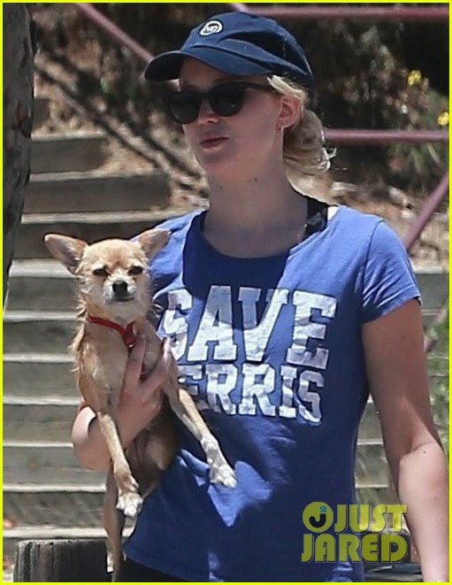 jennifer lawrence goes hiking with pup pippi02
