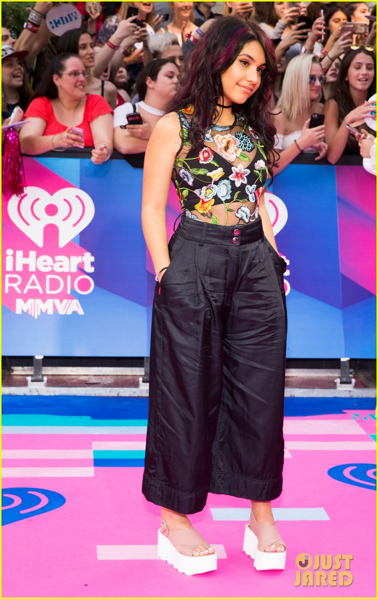 joe jones dnce alessia cara hit the iheartradio mmva carpet 01