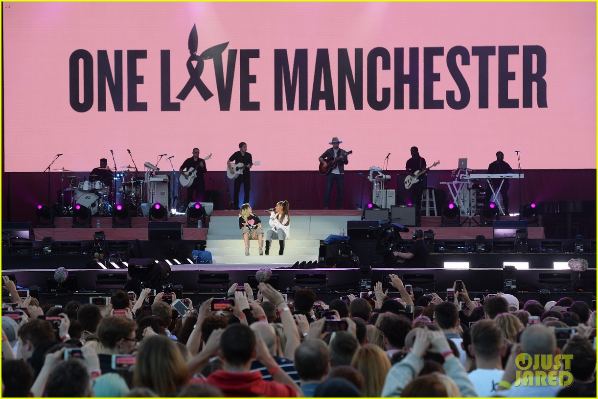 ariana grande miley cyrus one love manchester 01