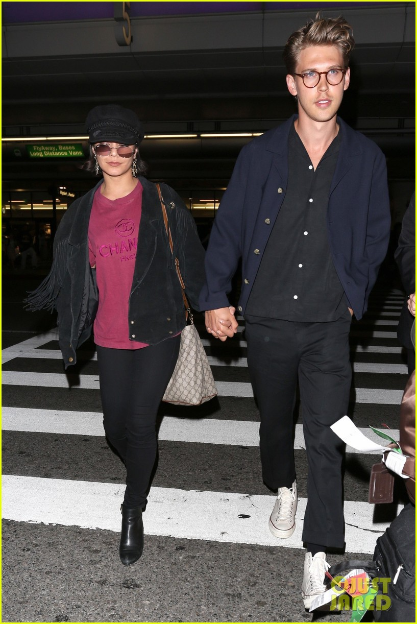 vanessa hudgens austin butler return home from hamptons trip 05