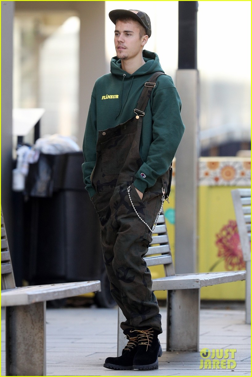 justin bieber wears overalls for lunch in sydney 01