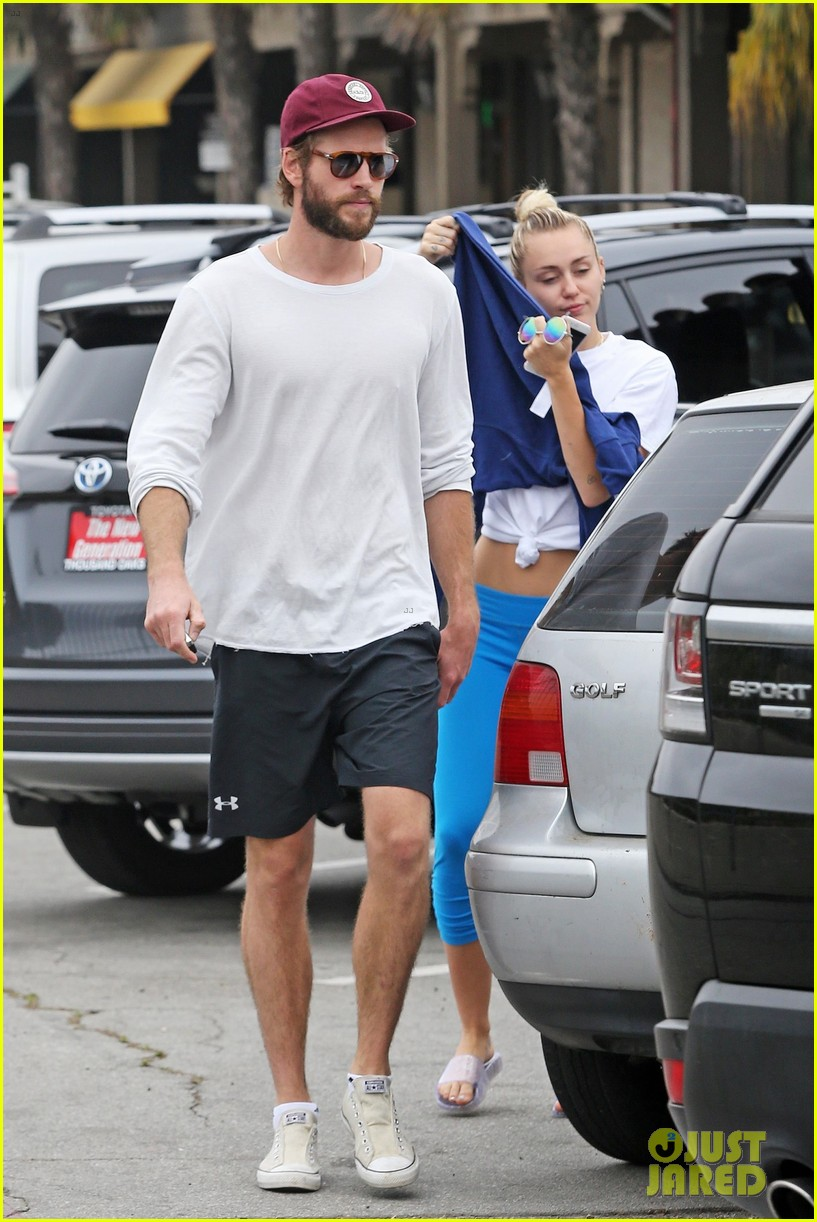 miley cyrus liam hemsworth step out for ice cream date 05