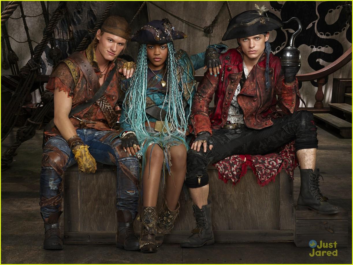 descendants 2 pirates gang will love kenny ortega 01