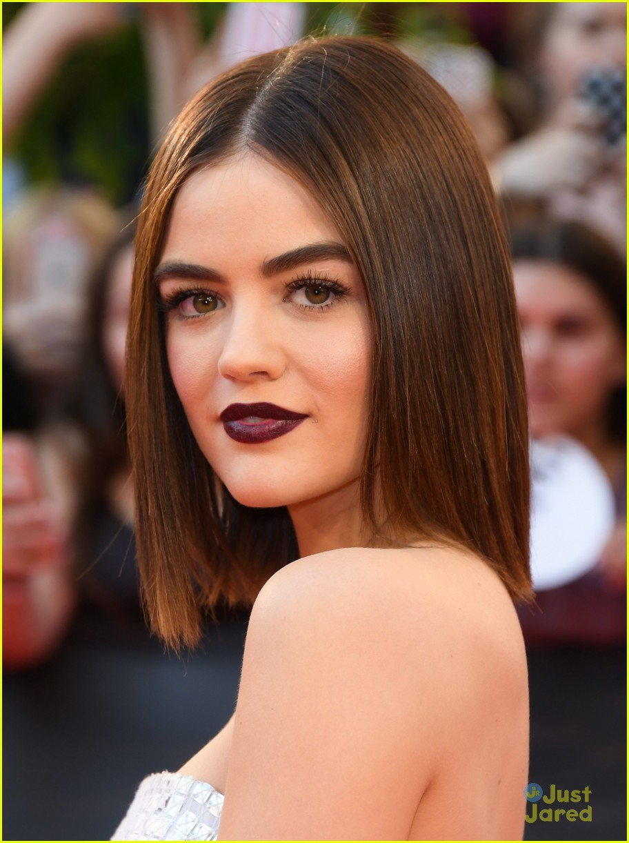 lucy hale vic beckham look short hair 02