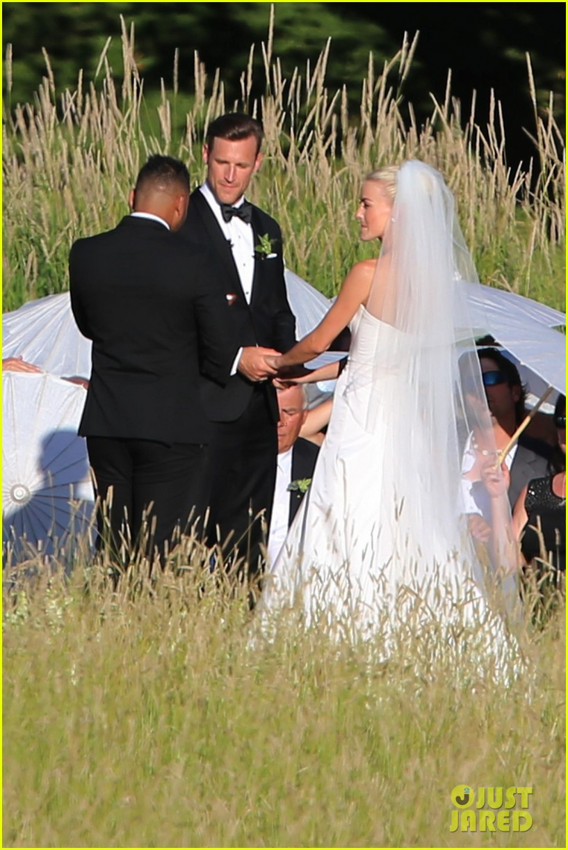 julianne hough brooks laich 39 s wedding pictures see On julianne hough wedding pictures